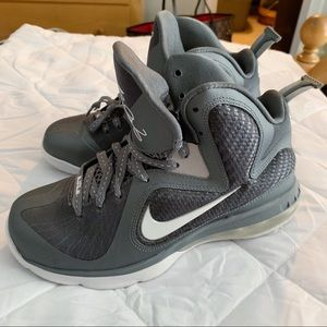 Lebron 9 Size 5.5 Y Sneakers